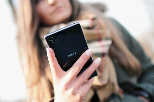 person-woman-hand-smartphone-medium